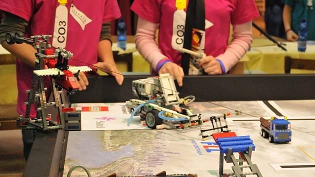 Disciplína Robotgame je divácky nejatraktivnější částí soutěže First Lego League. Snímek ze semifinále z Jeseníku.
