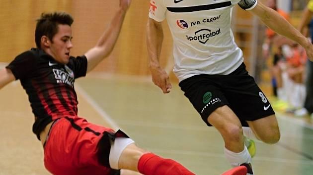 Futsalisté jesenického Gamaspolu (v tmavém). Ilustrační foto