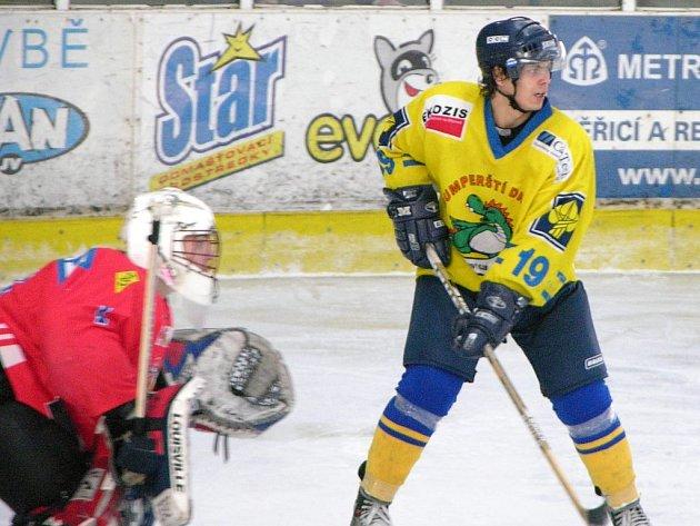 Šumperský junior Michal Schön (žlutý dres) na snímku z loňské sezony.