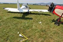 Na letišti u Nového Malína havarovalo letadlo, narazilo do druhého stroje.
