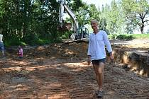 Budování soustavy tůní u Farského lesa ve Vidnavě.