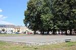 Pódium na Masarykově náměstí v Zábřehu, kde se o prázdninách konají venkovní akce.