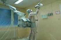 Všumperské porodnici nově chrání maminky, novorozence i tamní personál před bakteriemi speciální roztok sminiaturními částečkami titanu a stříbra. Speciální nátěr likviduje veškeré organismy a čistí vzduch od škodlivých látek.
