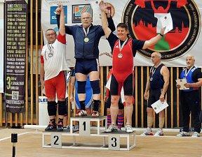 Zlato mu o kousek uniklo, vzpěrač Ladislav Pliska ale v Maďarsku získal pěkné druhé místo.