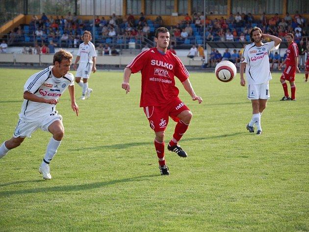 Po Sigmě Olomouc (bílé dresy) uvítají Zábřežští (červený dres) i lídra druhé ligy Opavu.