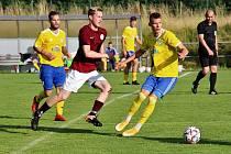 Fotbalisté Šumperku (žluté dresy) proti Spartě Brno