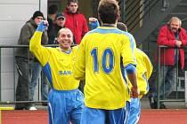 Ivo Lošťák se raduje z gólu, který vstřelil za Šumperk