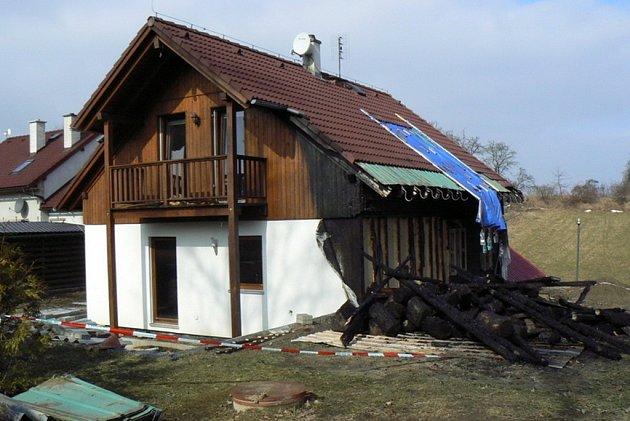 Rodinný dům v Rájci poničil oheň 25. února, majitelům má pomoci veřejná sbírka