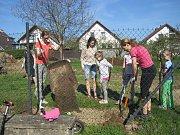 Budování přírodní zahrady s oddychovou a výukovou částí v Zábřehu