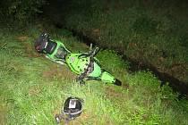 Motocykl, jehož řidiče policisté pronásledovali z Mohelnice do Lukavice.