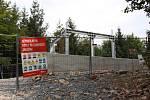Rozhlednu staví za 5,6 milionu korun zlínská firma Manax. Podle harmonogramu ji má dokončit do závěru října. Slavnostní otevření stavby samospráva předběžně plánuje na začátek listopadu.