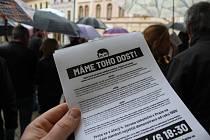 Demonstrace za odstoupení premiéra Andreje Babiše pod hlavičkou spolku Milion chvilek pro demokracii se v Šumperku v úterý 28. května zúčastnila zhruba stovka lidí
