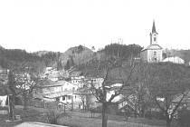 1. NÁBOŽENSTVÍ. Po roce 1918 se vobci značná část obyvatel odklonila od katolické církve kČeskoslovenské církvi (dnešní husitské).