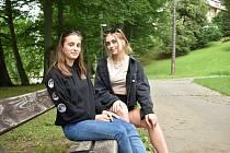 Anna Bicanová (vlevo) a Adéla Andersová z Jeseníku se chystají na desetiměsíční studijní pobyt ve Spojených státech amerických.
