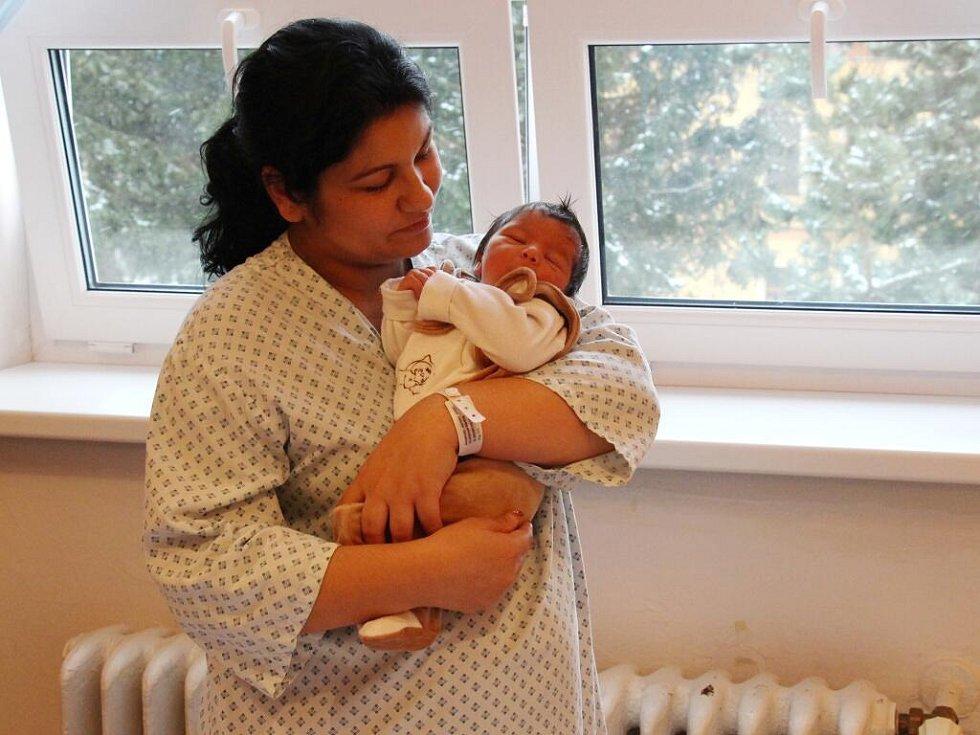 První letošní novorozenec v kraji Rostislav Zouhar s maminkou Martinou