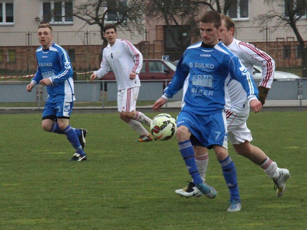 Fotbalisté Sulka Zábřeh (v modrém) proti Kojetínu