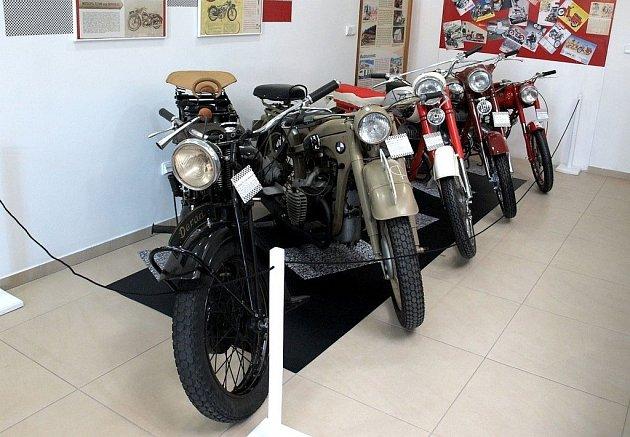 Výstava historických motocyklů v Muzeu silnic ve Vikýřovicích spěje do finále. Návštěvníci mají poslední možnost prohlédnout si historické skvosty do soboty 15. června.