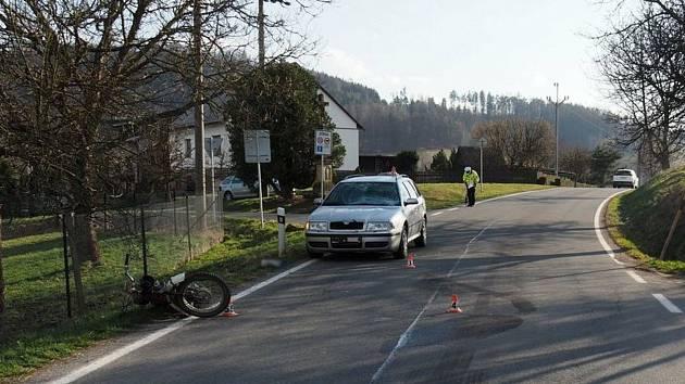 Nehoda motocyklisty a oktávky v Dlouhomilově - 2. dubna 2021