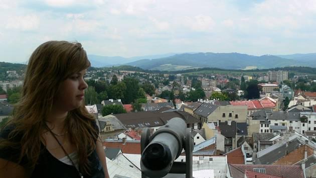 Studentky  cestovního ruchu provedou zájemce historickým centrem Šumperku a zavedou je i na radniční věž