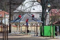 Stavbaři dokončují revitalizaci areálu bývalého kláštera svaté Voršily v Jeseníku, kde se dnes nachází základní škola Průchodní.