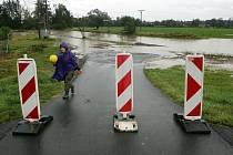 Hasiči připravují čerpání Třebůvky do Moravy 14.10.2020.