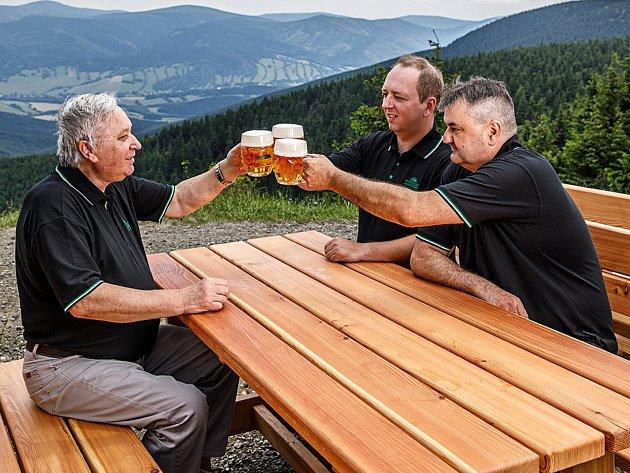 Prací Luďka Kurka je pomoci hospodským, aby dokázali pivo vbezvadné kvalitě natočit zákazníkům.