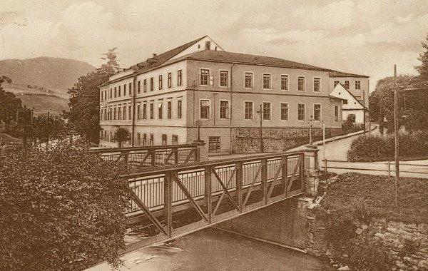 Historická podoba mostu uústí Husovy ulice. Podobně by měla památka vypadat po rekonstrukci.