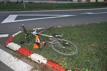 V Jeseníku srazil osobní vůz cyklistu.