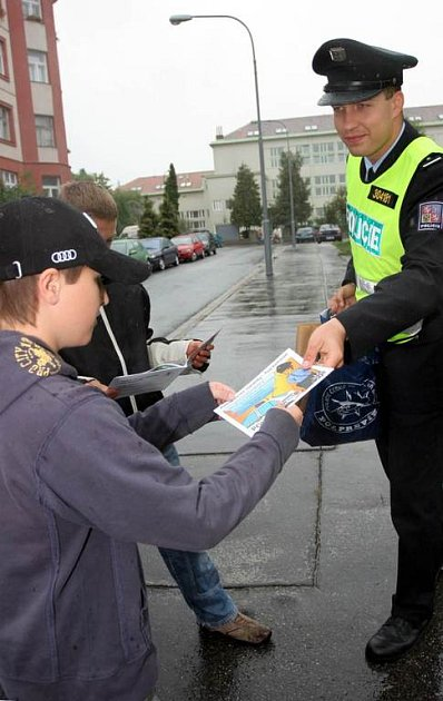 Policisté chtěli vědět, co si o nich lidé myslí.