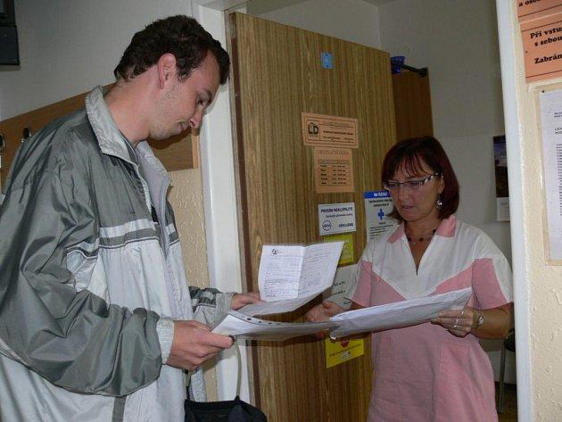 V Lékařském domě v Šumperku poskytovala včera akutní péči podle dohody s ostatními lékaři jen ordinace Vladislava Sedláčka.