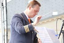 Tomáš Uhlíř působí také jako umělecký vedoucí Dechového orchestru mladých Základní umělecké školy Jeseník.
