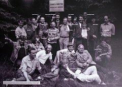 Snímek ze setkání československých a polských disidentů na Králickém Sněžníku z roku 1988.