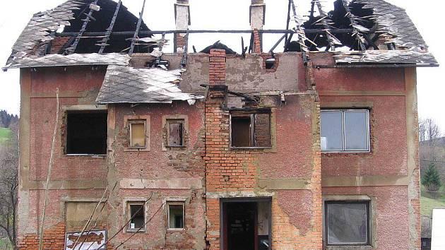 Střecha domu v Ondřejovicích po požáru
