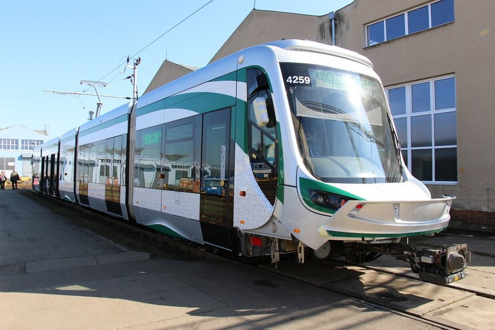 Tramvaj pro turecké město Konya vyrobená v šumperské společnosti Pars nova.