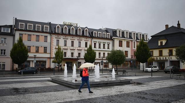 Hotel Slovan a obchodní centrum Alkron v Jeseníku.