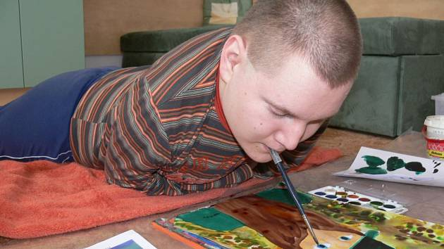Jakub Hříbek právě maluje