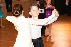 Na dvě stě padesát párů z celé České republiky, ale i ze Slovenska a Polska se v sobotu 7. března zúčastnilo tradiční taneční soutěže O pohár města Šumperka ve standardních a latinskoamerických tancích.
