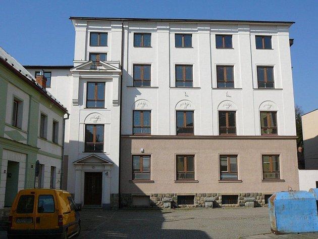 Jedna zbudov bývalého kláštera ve Vidnavě, kterou stát vrátil řádu boromejek.