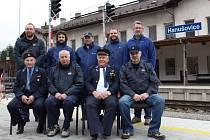 Na nádraží v Hanušovicích se fotili strojvedoucí a další pracovníci zdejší stanice.