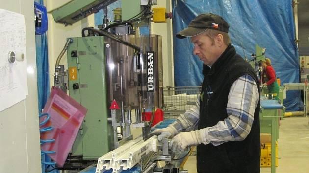 Ve firmě Sunwin se vyrábějí okna. Do jejích hal se bude stějovat sesterská firma Sulko.