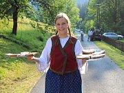 Folklorní kosení 15. července v Písečné na Jesenicku.