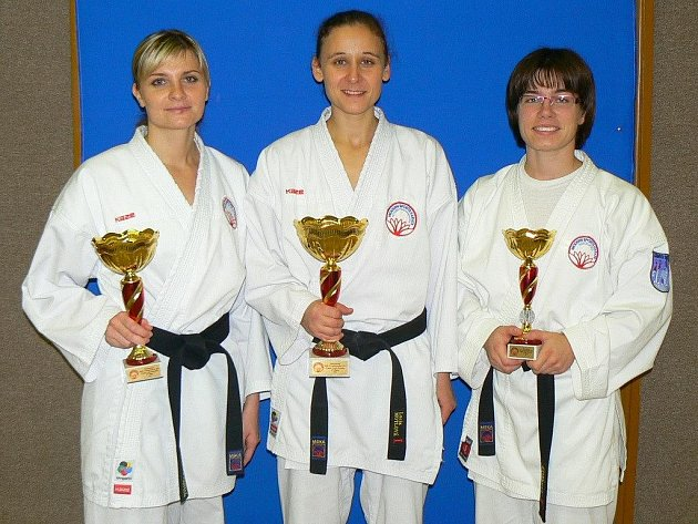 Alena Bajerová (vpravo)