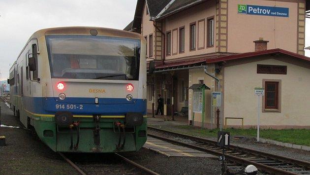 Motorová jednotka Desná na nádraží v Petrově nad Desnou v roce 2013.