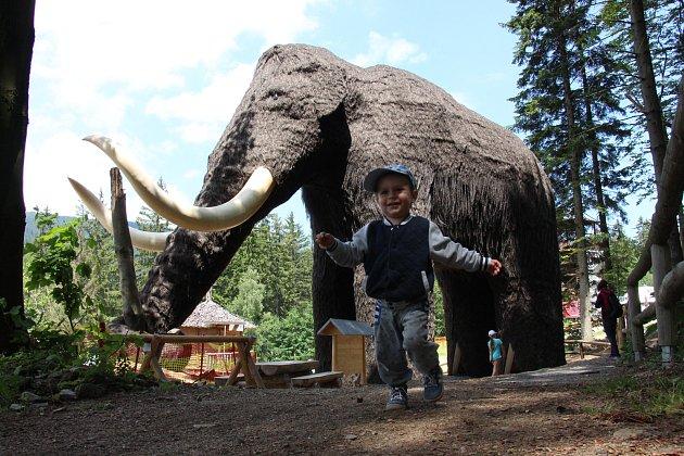Dolní Moravě vévodí největší mamutí atrakce na světě.