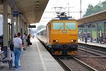 Žluté vlaky RegioJetu, které zastavují i v Zábřehu, nabízejí už nyní denní spojení do Košic. Od neděle 14. června k nim přibude třikrát týdně i noční spoj.