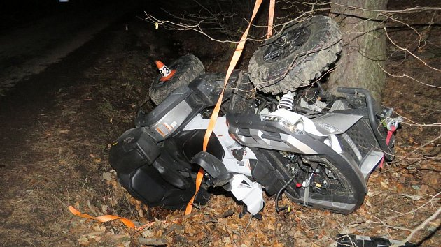 Havárie čtyřkolky v sobotu 4. března na Staroměstsku.
