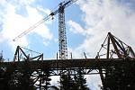 Výstavba Stezky v oblacích v Dolní Moravě. Začátek července 2015