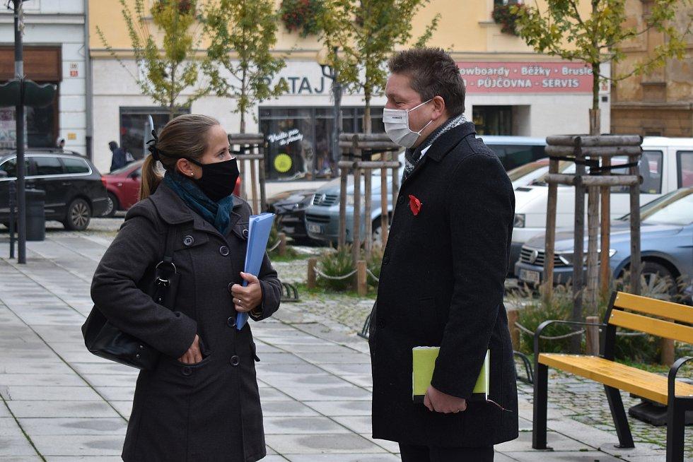 Nová krajští radní Zdeňka Dvořáková Kocourková (Piráti) a Radim Sršeň (STAN). Výjezd Rady Olomouckého kraje na Šumpersko a Jesenicko