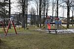 Zlaté Hory. Dětské hřiště na ulici Sokolská
