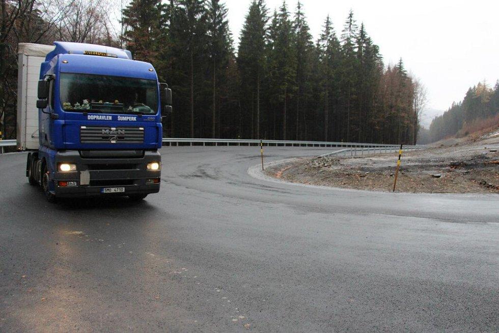 Zrekonstruovaný úsek silnice na Červenohorské sedlo ze šumperské strany